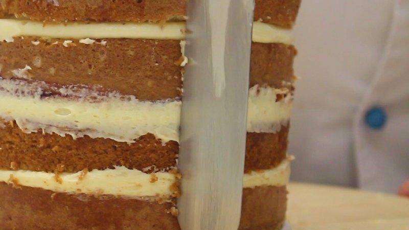 Cut a cake in layers